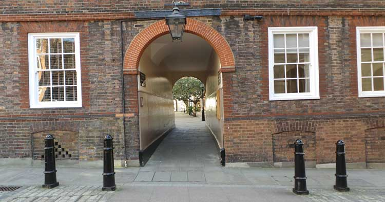 An arched passage that is one of the clues on the Fleet Street and Temple Treasure Hunt.
